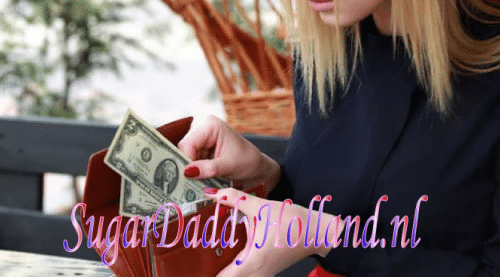meisje houdt geld in portemonnee